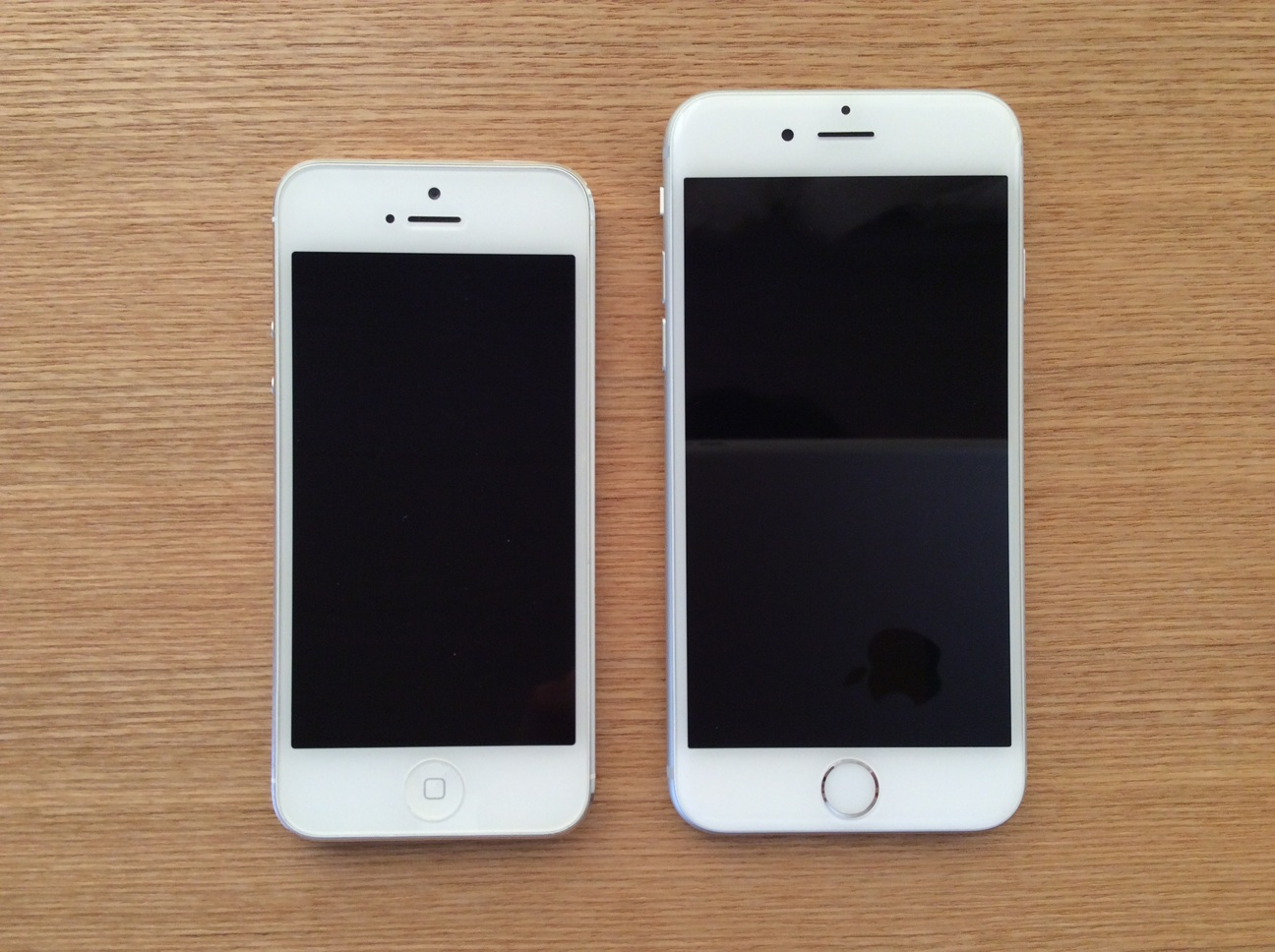 iPhone6のサイズや持ちやすさなどをiPhone5と比較してみた