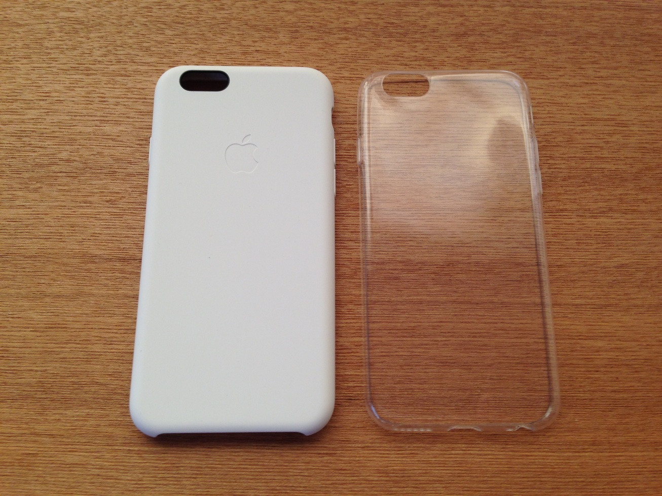 iPhone6用純正シリコンケースと1600円ほどの薄型透明ケースを比較して思ったこと