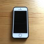 iPhone SEに純正レザーケースを着け続けたら本体に色が移ってしまった件